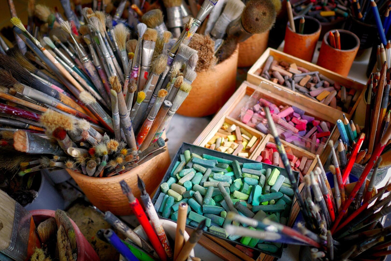 Pinsel, Farben, Kreide - Malutensilien für Künstler. Meißen ist eine Stadt der Kunst und Kultur.