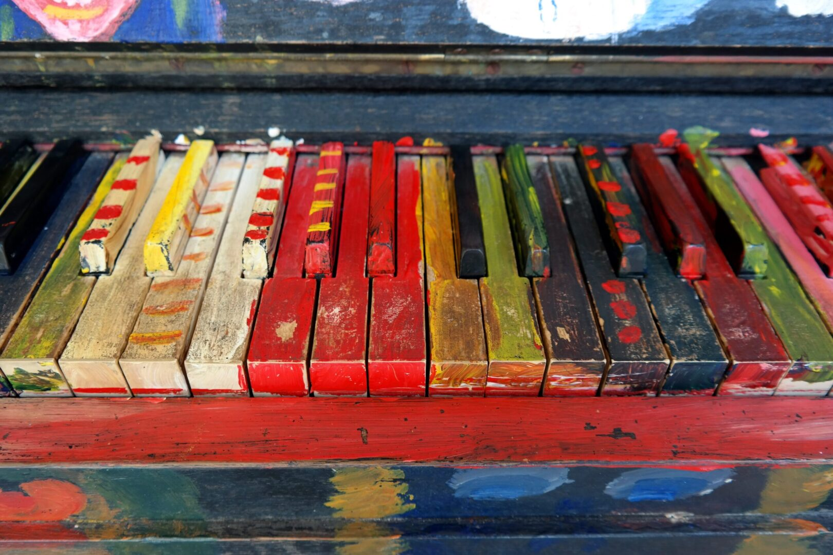 Klavier mit farbigen Tasten - Meißen als Stadt der Kunst und Kultur